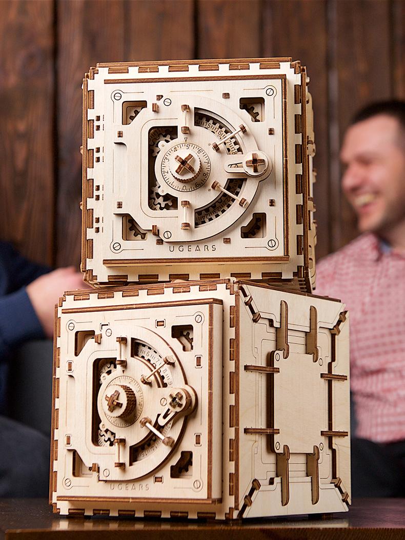 进口乌克兰ugears木质机械传动车模型拼装玩具 保险箱密码箱