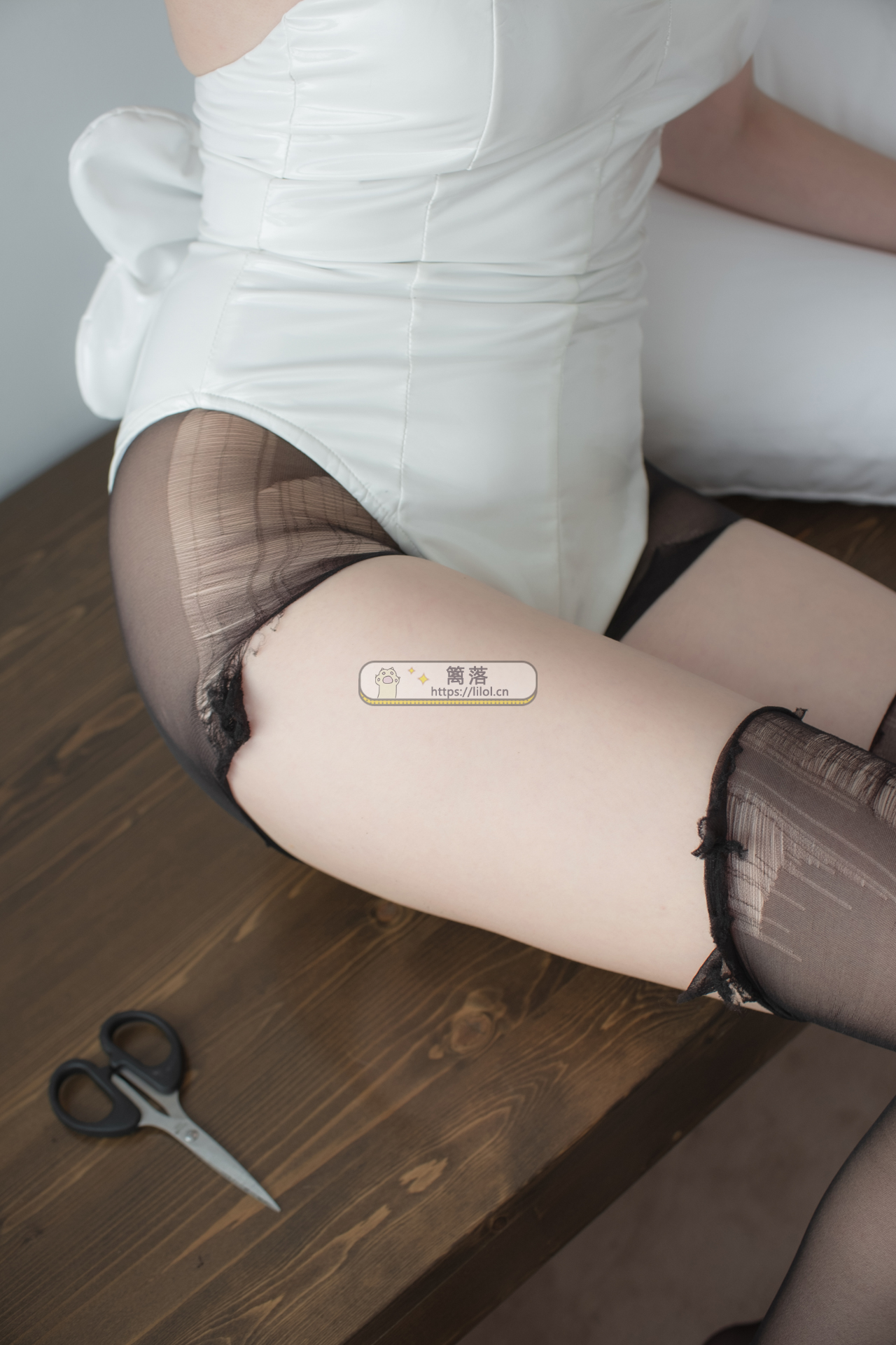 【LOVEPLUS系列】森萝财团写真 LOVEPLUS-001 性感兔女郎超薄黑丝+裸足大秀事业线 [148图-1视频-2.91GB] LOVEPLUS系列 第10张