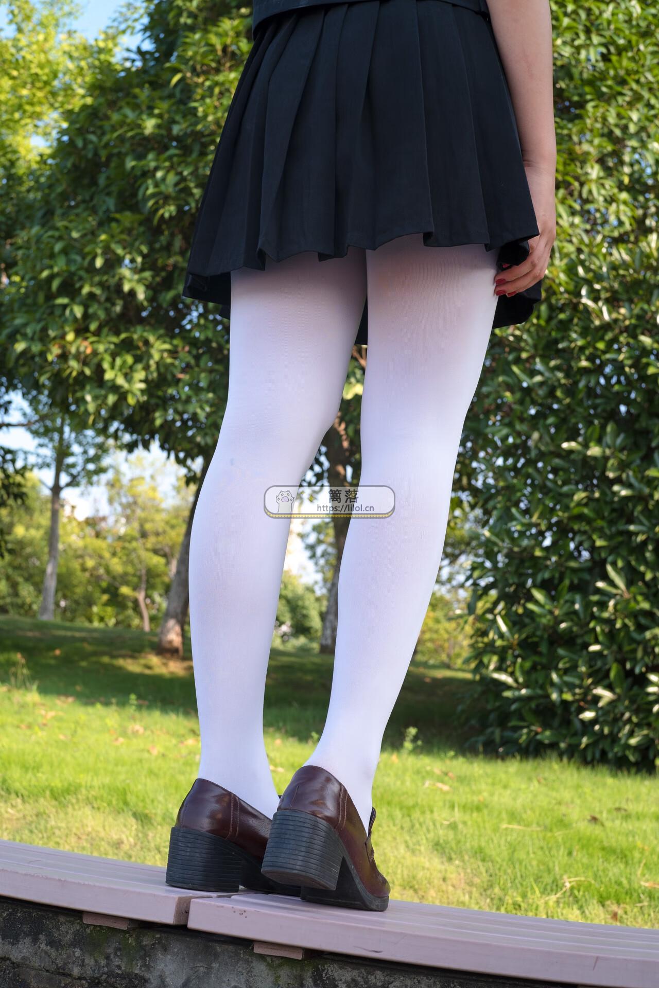 【FREE系列】森萝财团写真 FREE-003 黑色制服白丝长腿室外写真 [39图-0视频-317MB] FREE系列 第5张